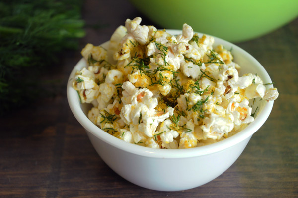 cheesy-dill-popcorn-vegan
